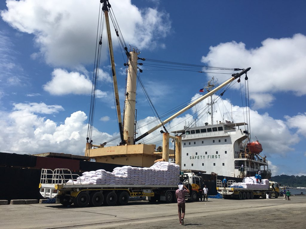 NFA rice imported from Vietnam  now being unloaded at the Subic Bay Freeport Zone. NFA said this shipment is for Region 3. | via @sandraguinaldo https://t.co/PfLzaL14mW