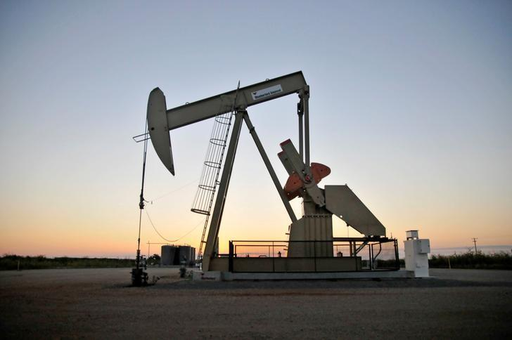 Oil prices edge up on report of lower U.S. crude inventories https://t.co/wRDv9QK7Xj https://t.co/KLf0PV5iOu