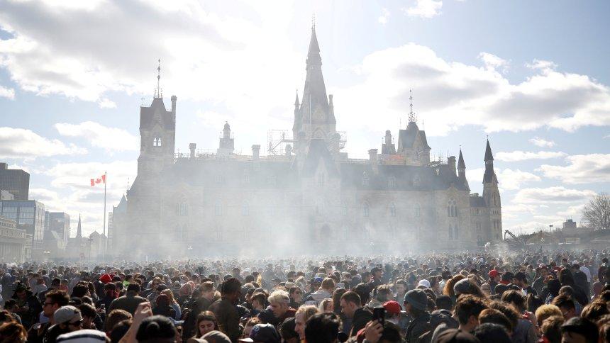 Nach monatelanger Debatte: Kanada legalisiert Cannabis https://t.co/y3yrASzYb9