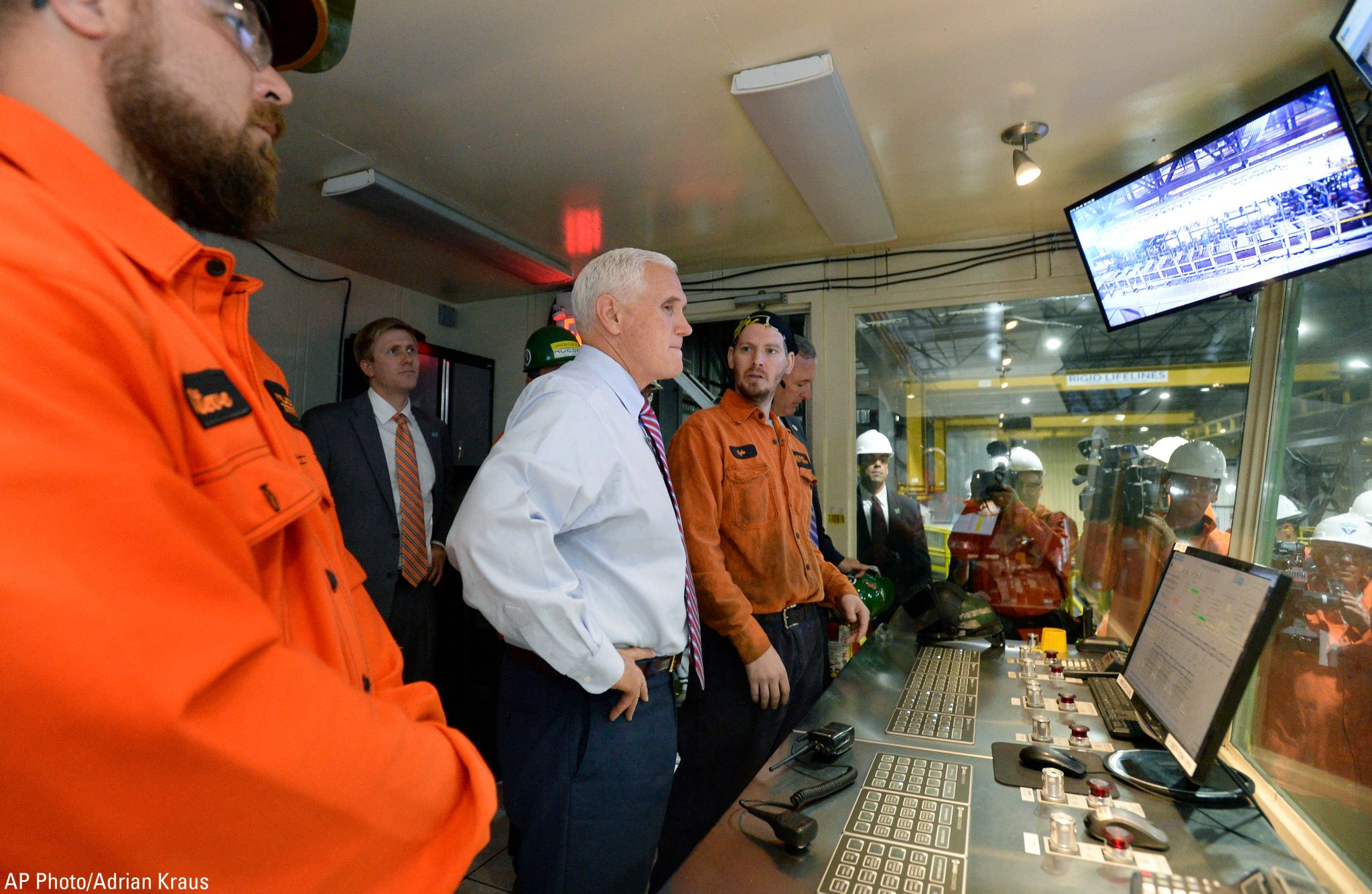 .@VP Mike Pence tours the Nucor Steel Auburn Inc. facility in Auburn, New York on Tuesday. https://t.co/VaEOkAeKyY