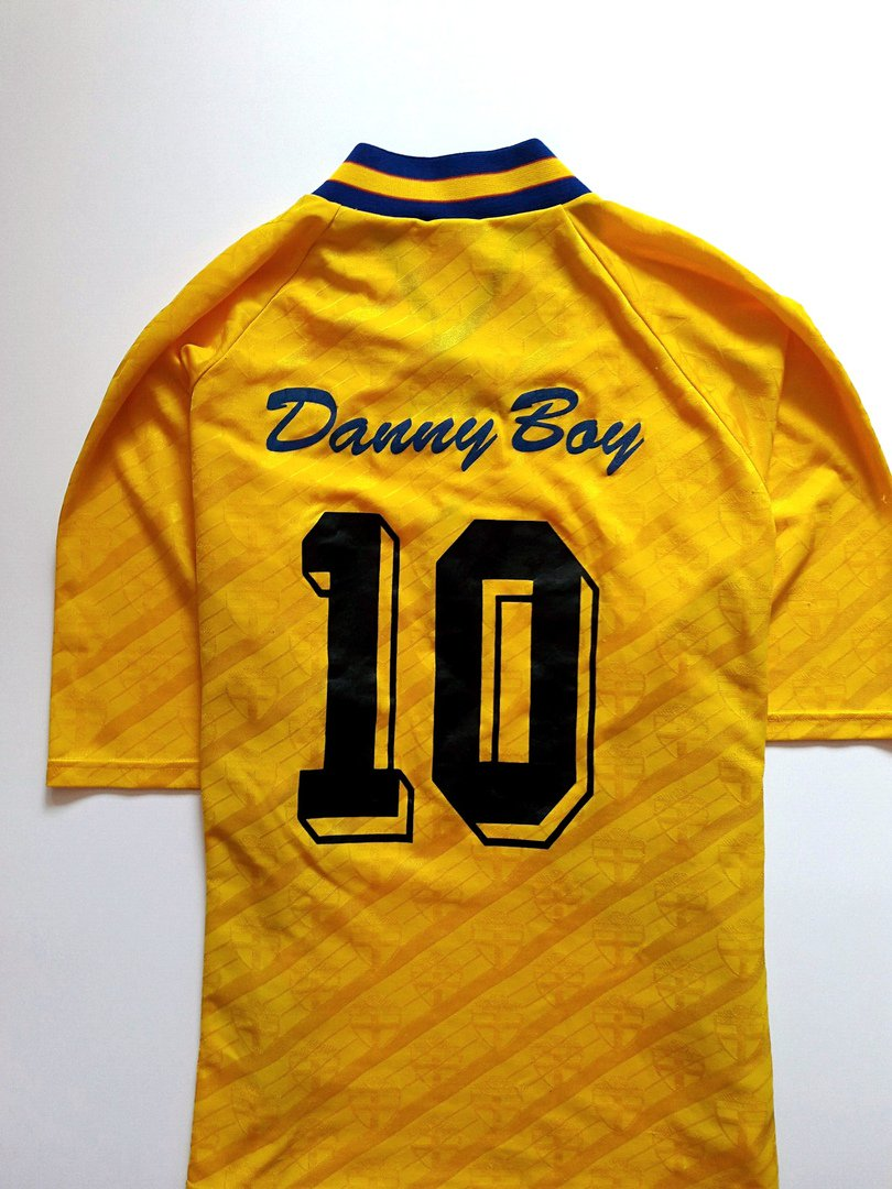 f2130fbce09 ClassicVintageRareOld Football Shirts on Twitter