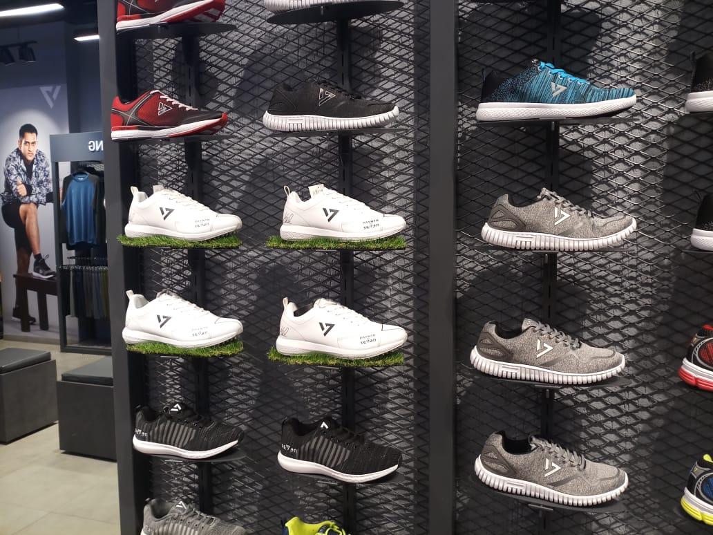 cricket shoes shop near me