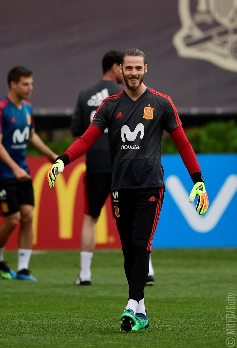 Good luck to @D_DeGea, whose Spain side play their second #WorldCup match later today! #IRN v #ESP 🏴 19:00 BST 🇮🇷 22:30 IRDT 🇪🇸 20:00 CEST