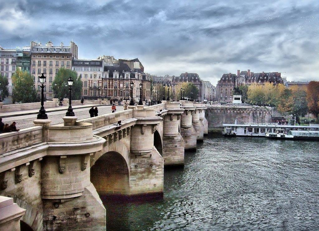 новый мост во франции фото товары