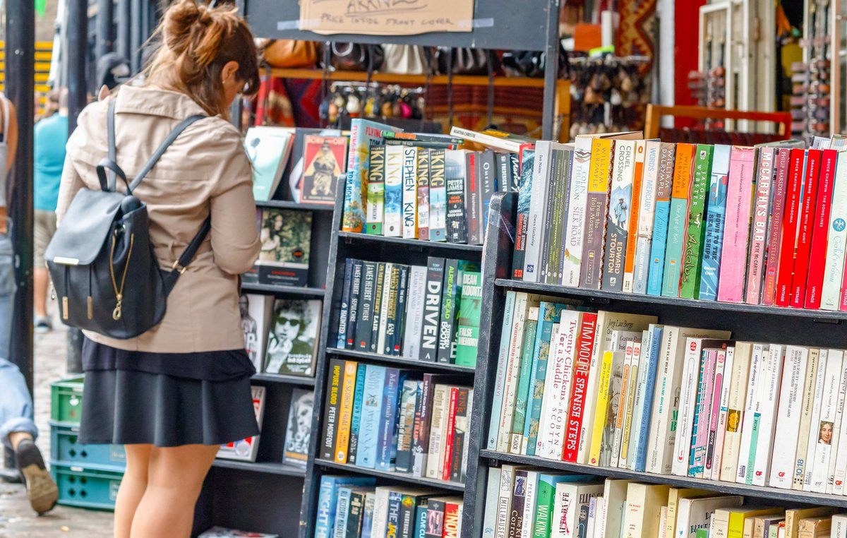 We're calling on readers, authors, agents and publishers to sign this petition, urging the government to give bookshops the same business rate discount as pubs: https://t.co/crFBI4aQ49