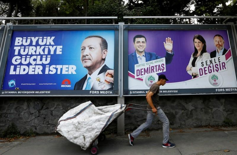 Turks abroad vote at record level in elections https://t.co/v4DccMSLnM https://t.co/Gw8XCiP3tJ