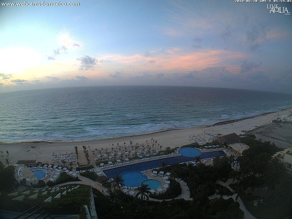¡Buenos días! Así las primeras luces de este miércoles desde #Cancún #QuintanaRoo. Temperatura actual: 25º C. Vía @liveaquacancun