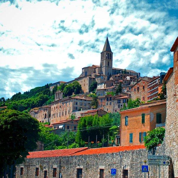Todi, Umbria via @NancyInCats #travel #Umbria #Italy #beautyfromitaly beautyfromitaly.it