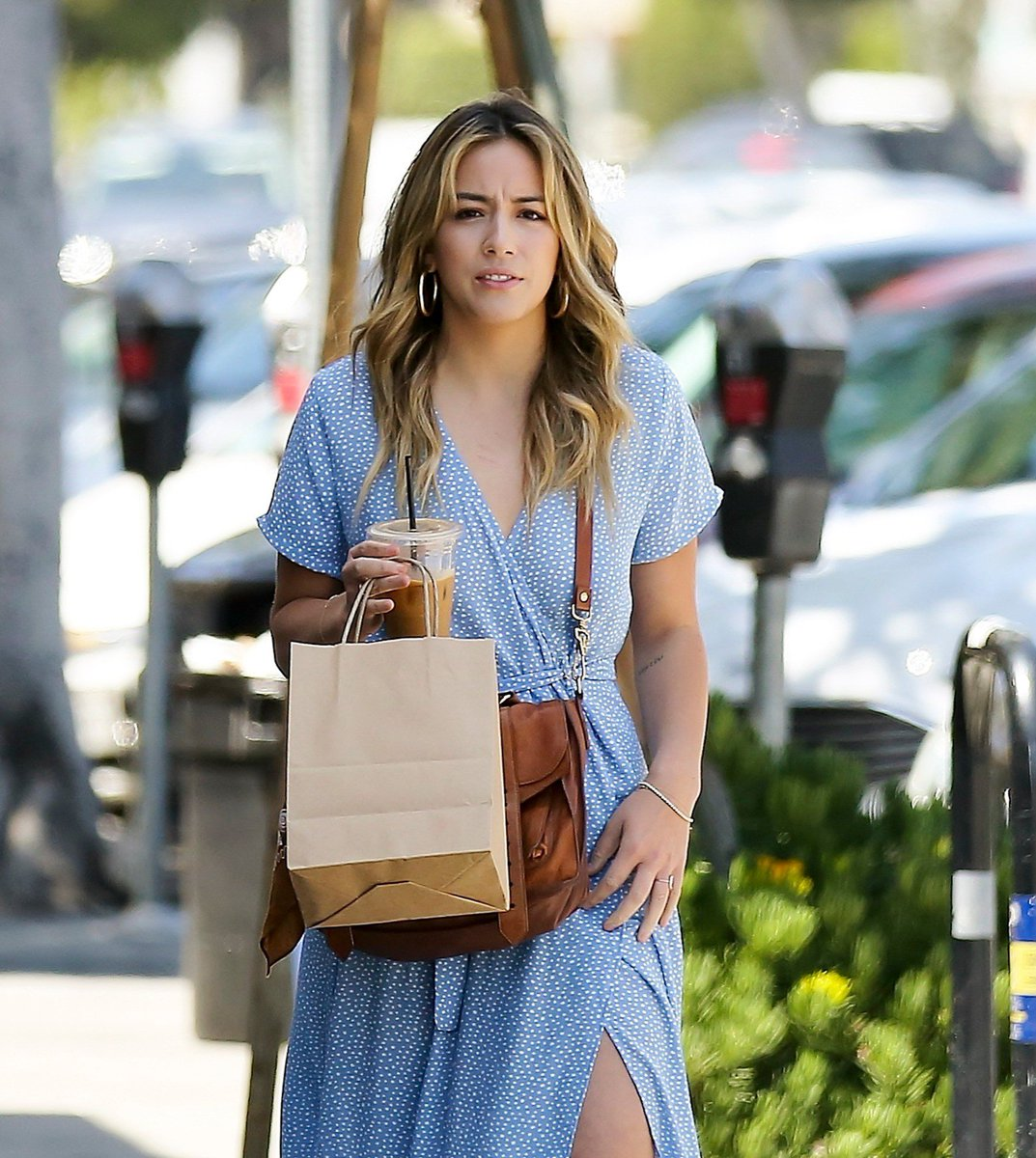 📷| Chloe Bennet was spotted out shopping in a blue dress in Los Angeles GORGEOUS!