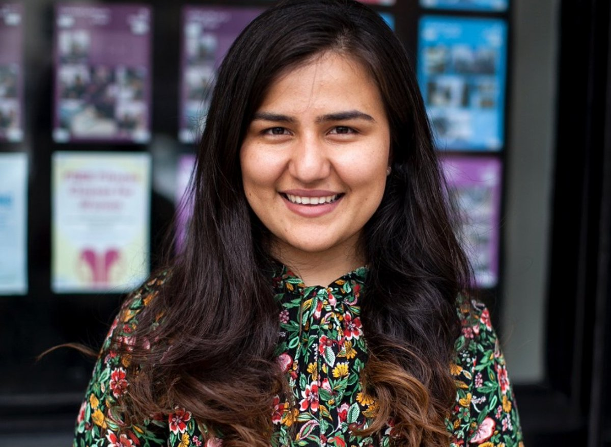Read about @LSEsociology alumna @RabiaNasimi's work supporting refugees and asylum seekers, and her own experience of being a child refugee. #LSEwomen #WorldRefugeeDay bit.ly/2taPawF