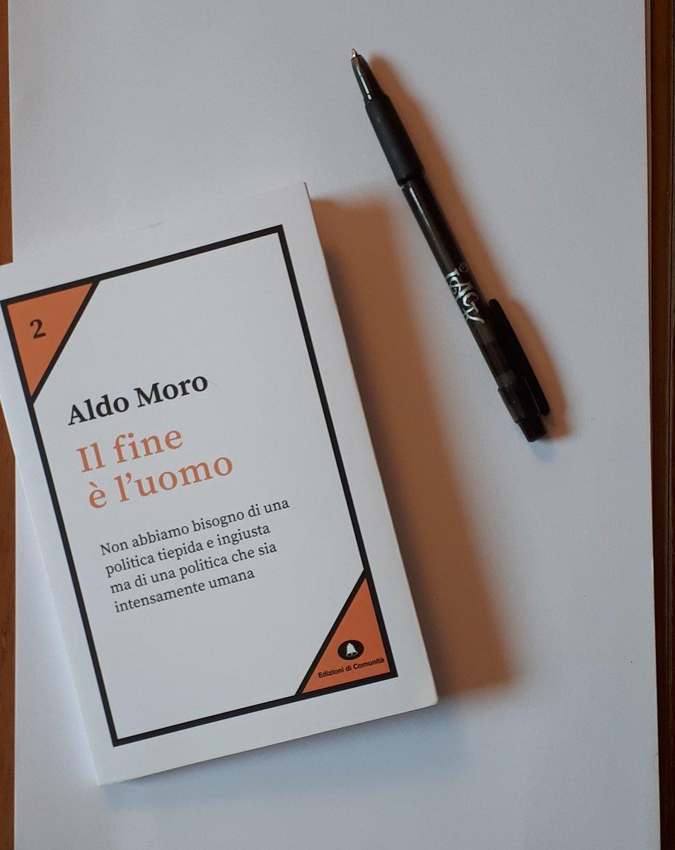 """""""I tre pilastri sui quali posa lo Stato italiano sono la #democrazia in senso politico, in senso sociale e in senso che potremmo chiamare largamente umano"""".#AldoMoro( http:// www.edizionidicomunita.it/aldo-moro)  - Ukustom"""