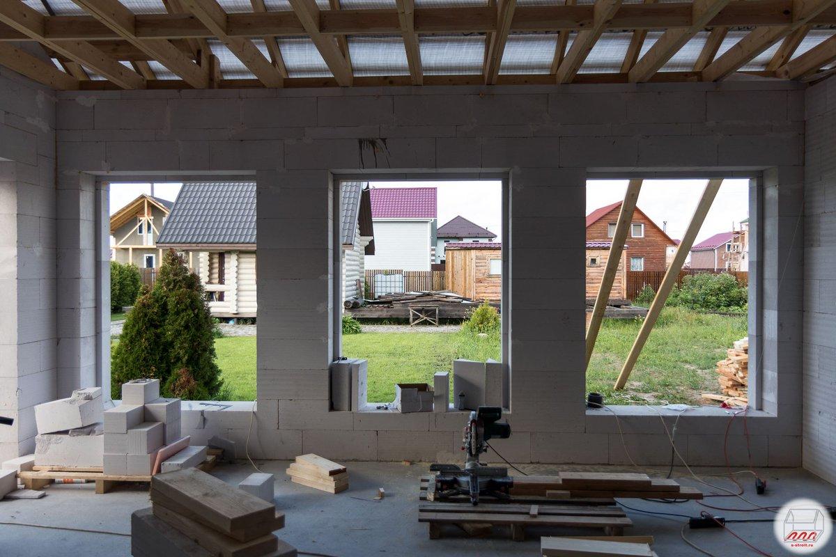 большие окна в доме из газобетона