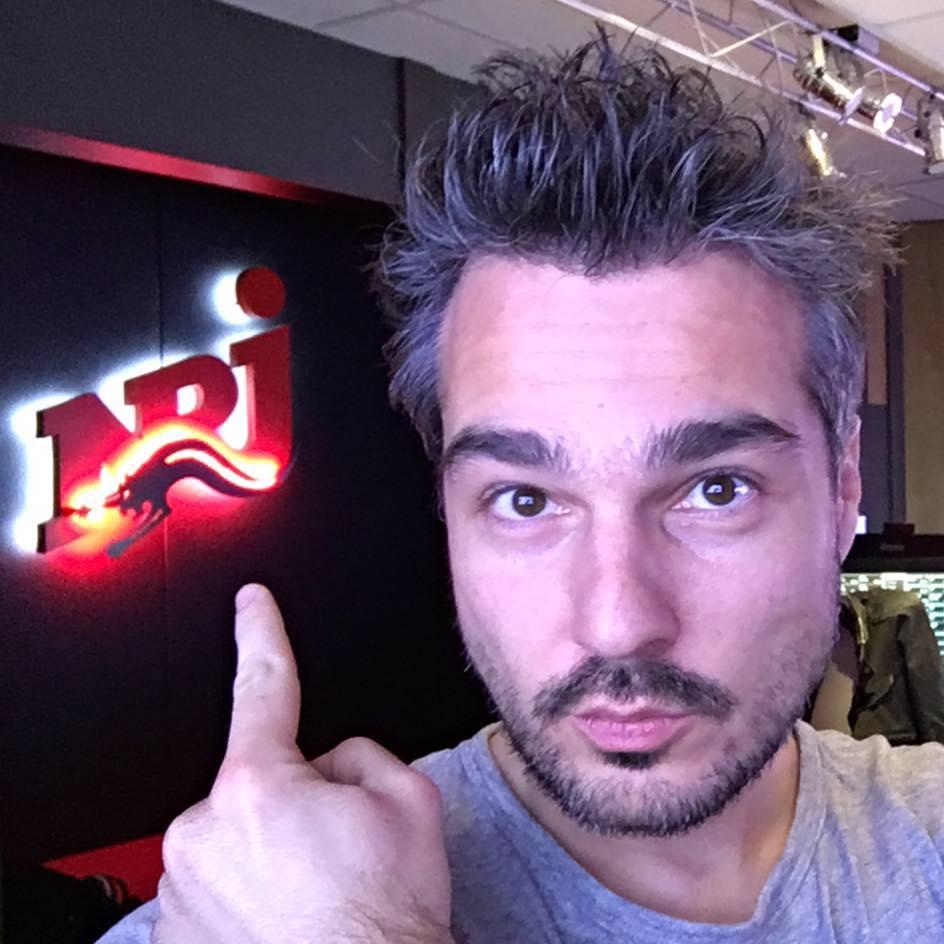 Heyyy ! 😏😏 C'est le moment d'écouter 🎧 Mikl Officiel !  Toute la team vous attend sur #NRJ 😝😝 Are you ready ⁉️