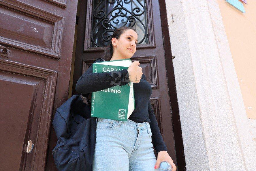 """#Esami di #Maturità a #Bari, gli #Studenti """"snobbano"""" Aldo #Moro: """"Meglio la traccia sulla #Solitudine"""" https://is.gd/a7G1R6#Maturità #Primopiano #Tracce  - Ukustom"""
