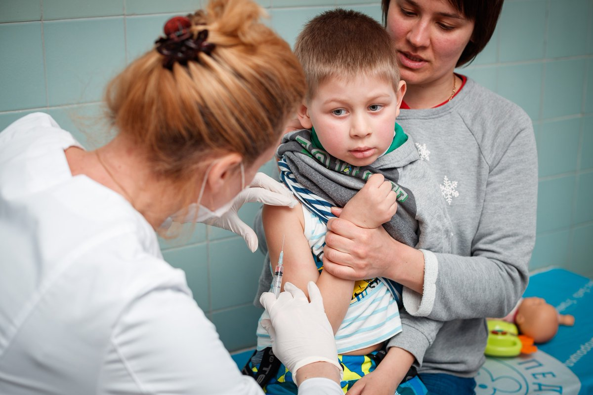 #UNICEF continues to support @MoH_Ukraine in responding to #measles outbreak – a recent delivery of #MMR vaccines will enable more people from risk groups to get #vaccinated.