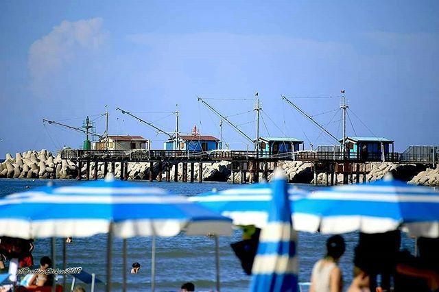 """""""Mi presti il blu?"""" """"Quale? Blu oceano, ciano primario, celeste, color zaffiro, azzurro cielo, turchese o verde acqua?.. @frattini_stefano..#fano #destinazionefano #fanodascoprire #estate #estate2018 #summer #summer2018 #holiday #vacanze #ur… https://ift.tt/2tcTvzb  - Ukustom"""