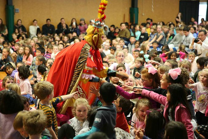 The #puppet show Three Times Beating Baigujing, an excerpt from the Chinese classic novel Journey to the West, enthralled students in New Zealand during a recent tour showcasing Chinese #cultural heritage. Photo