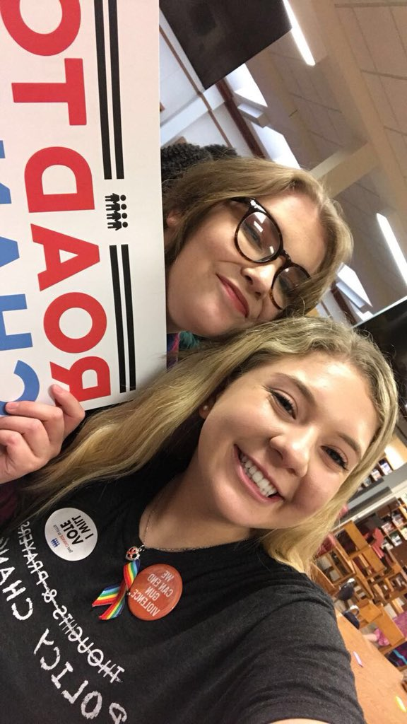 RT @JaclynCorin Our friends in Sioux City want YOU to text CHANGE to 97779! #RoadToChange👫