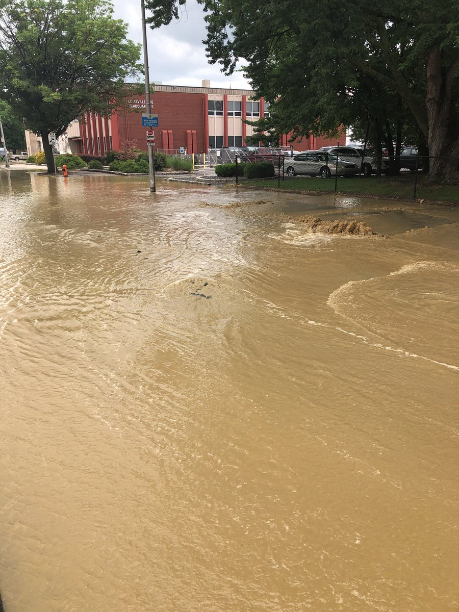 Stay away from the 1000 block of west jefferson as we deal with a water main break.
