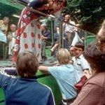 """1973: Die """"Bild am Sonntag"""" kritisiert die erste deutsche Sportmoderatorin Carmen Thomas. Sie sei unsicher, verkrampft und verstehe zu wenig von Sport. Problem: Der Autor hat die Sendung überhaupt nicht gesehen – die Ausgabe ging schon zwei Stunden vor Sendebeginn in Druck."""