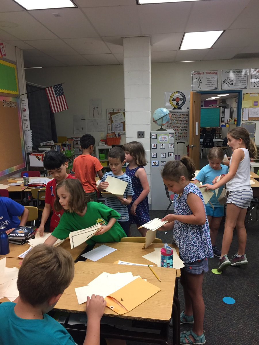RT <a target='_blank' href='http://twitter.com/split2ndnews'>@split2ndnews</a>: We are passing out compliments on our last day of 2nd grade! ⁦<a target='_blank' href='http://twitter.com/HaroldPell'>@HaroldPell</a>⁩ <a target='_blank' href='http://search.twitter.com/search?q=ztroar'><a target='_blank' href='https://twitter.com/hashtag/ztroar?src=hash'>#ztroar</a></a> <a target='_blank' href='https://t.co/2WI1qSPMSW'>https://t.co/2WI1qSPMSW</a>