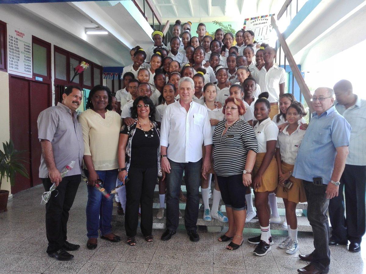 Díaz-Canel recorre centros de Santiago de Cuba