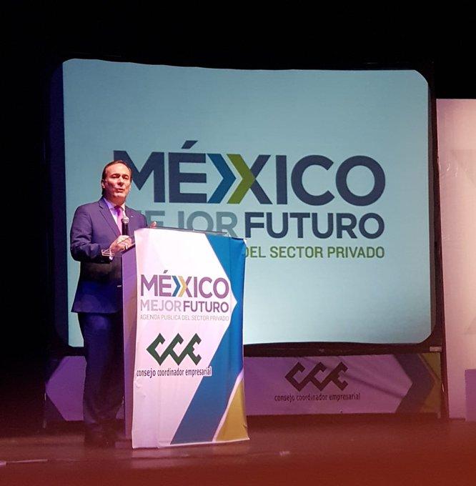 #FelizJueves 📰📰 Corrupción, ¿cómo erradicarla en México? Juan Pablo Castañón, @jpcastanon y en esta ocasión la agenda pública del sector privado se centró en una interesante tertulia con empresarios de los diferentes sectores 👇 Photo