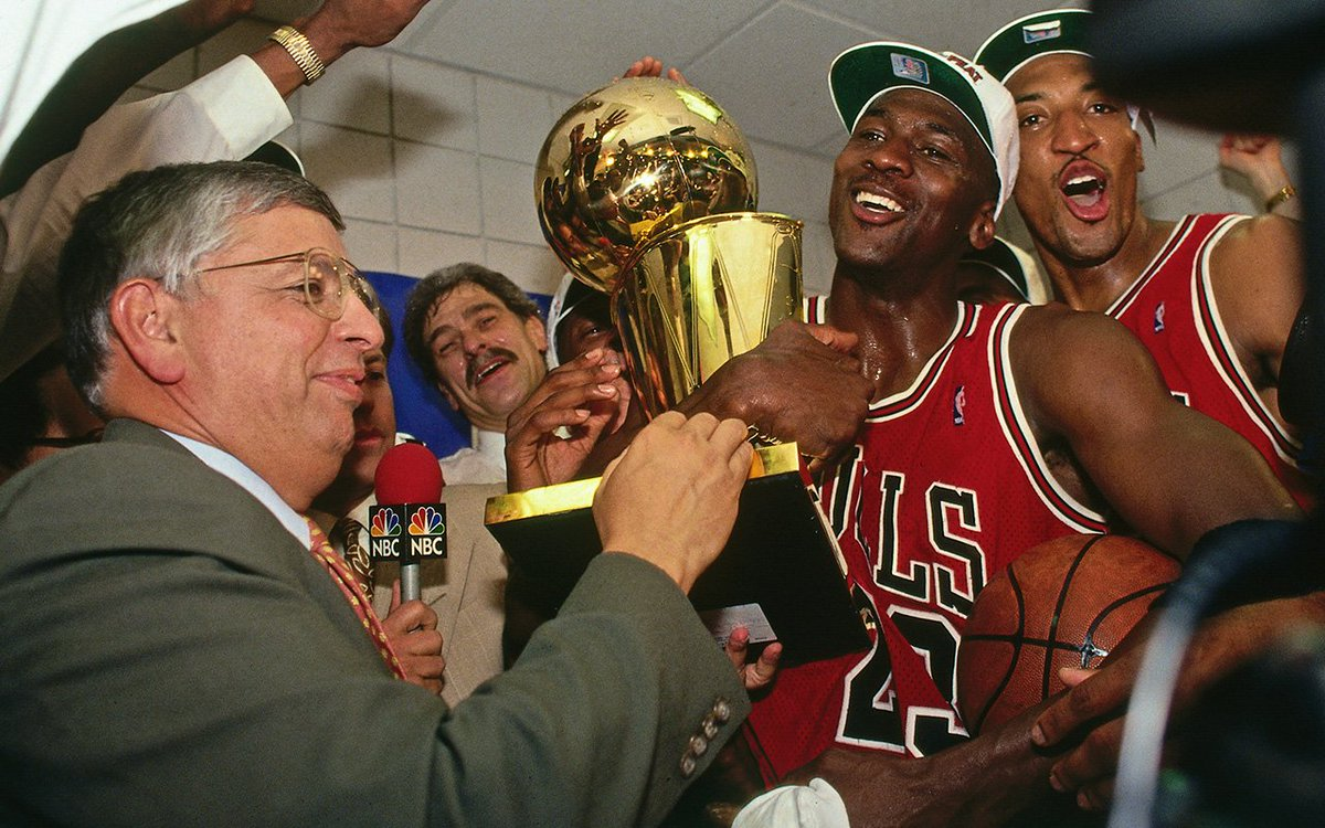 On this day 25 years ago, the Bulls wrapped up a third straight title. MJ took home series MVP honors after averaging 41 points https://t.co/IsYaz0m43M