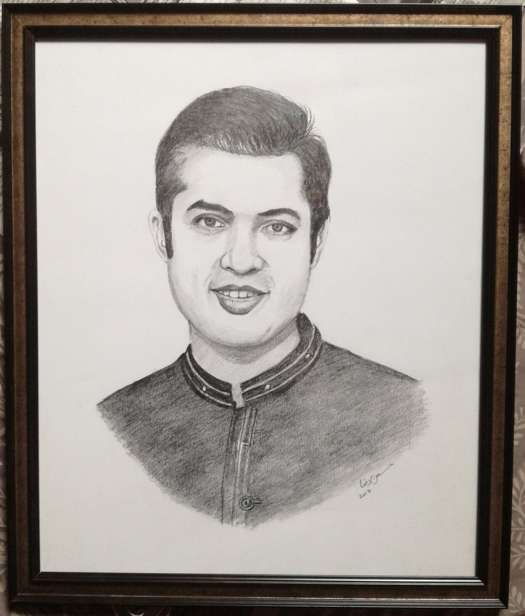 Throw back to 6, November,2017..When I&#39;ll gifted the portrait to Iqrar Bhai  &amp; he said &#39;oooo Hassan ye AP NY bnaya hai&#39;?..Me: g iqrar Bhai mainy bnaya hai..iqrar Bhai: good bohot acha bna hai.. shabash @iqrarulhassan  @fara_yousaf<br>http://pic.twitter.com/BKp1y2ViOh