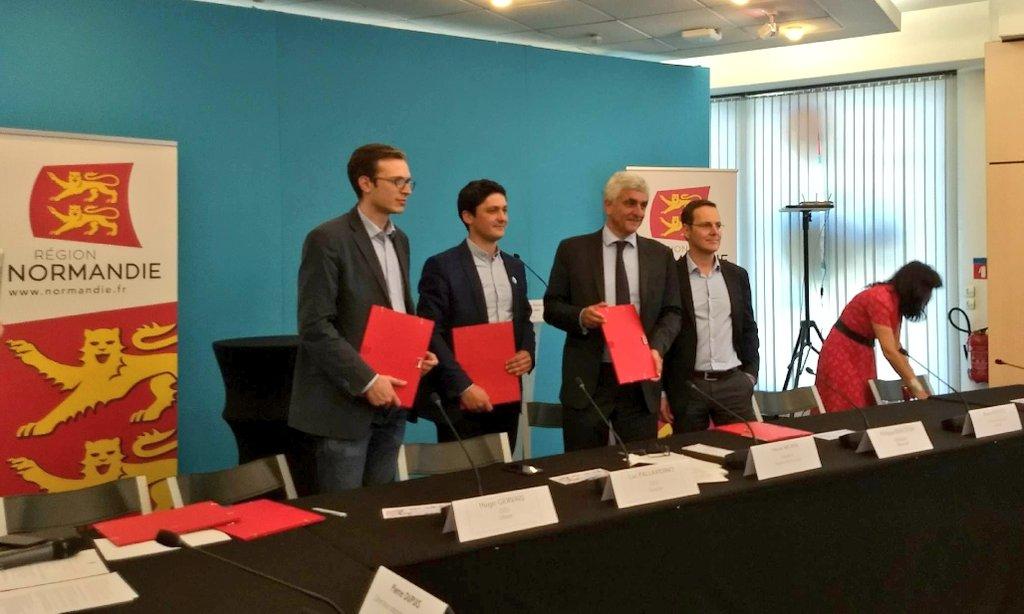Signature des premiers marchés de la @RegionNormandie avec les #startups #Normandes ! Cc @Yousignfr @Robocath #innovation #postincubés https://t.co/aSf3JbQTnN