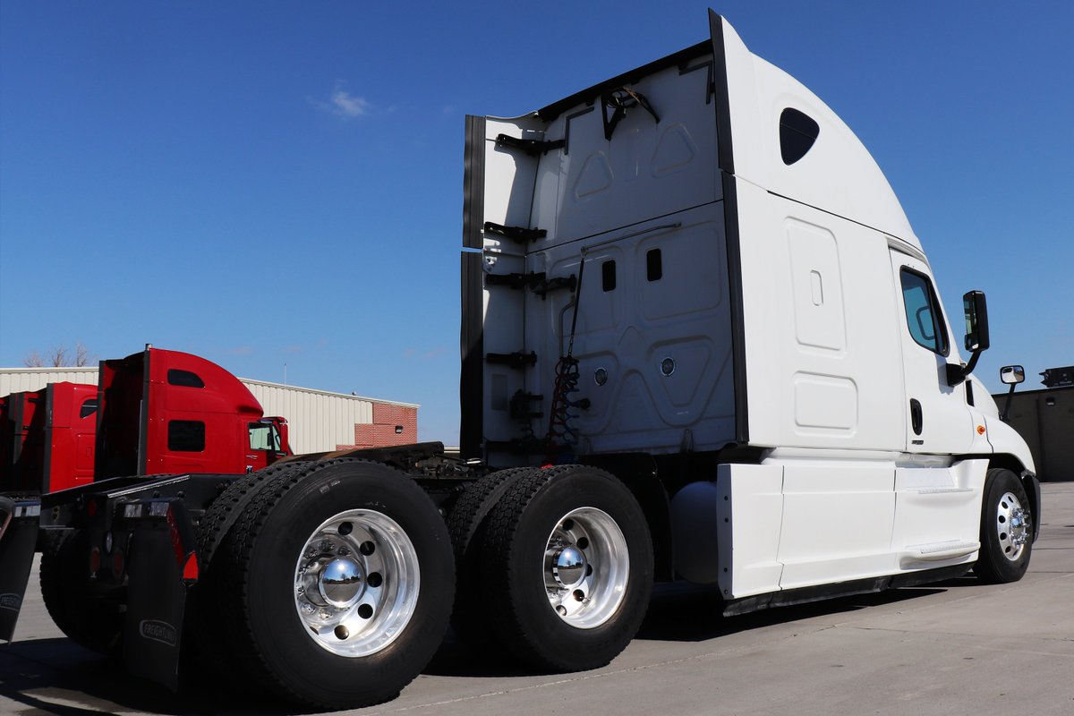 Lone Mountain Truck Leasing On Twitter Over 100 Freightliner
