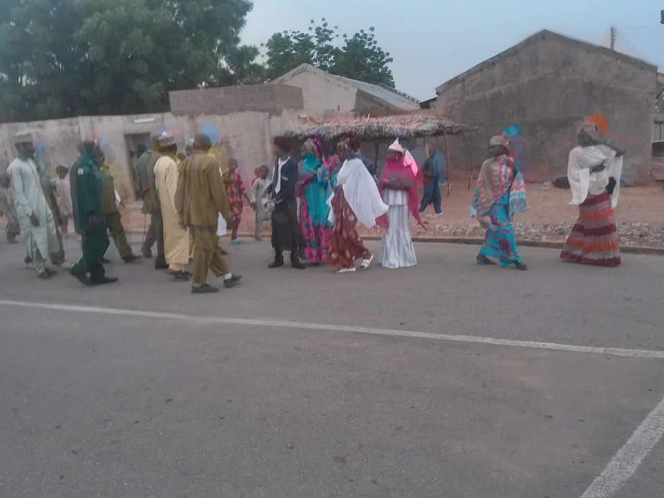 @Gidi_Traffic In Zamfara state, Hisbah Police officers which is the Islamic police agents in the different Sharia states,arrested unmarried young men who were caught celebrating the Sallah holiday in company of their girlfriends. Also arrested were men caught drinking alcohol.