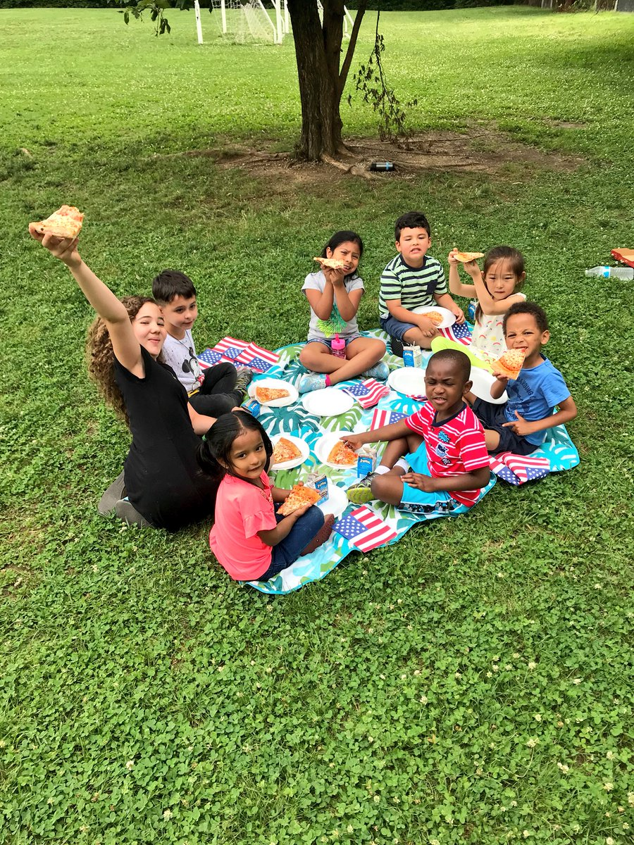 Last day of school pizza picnic! 🍕😃😃😃😃🍕<a target='_blank' href='http://search.twitter.com/search?q=HFBtweets'><a target='_blank' href='https://twitter.com/hashtag/HFBtweets?src=hash'>#HFBtweets</a></a> Good luck in kindergarten! <a target='_blank' href='https://t.co/Eu2yjkWtTV'>https://t.co/Eu2yjkWtTV</a>