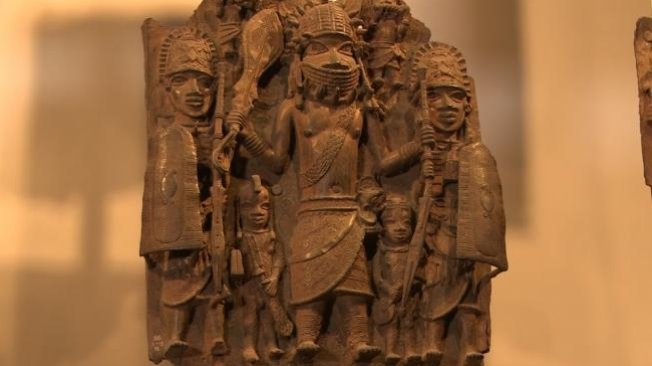 @Austynzogs: @Gidi_Traffic Nigeria is prepared to accept the return, on loan, of the Benin bronzes taken by British soldiers over a century ago, a compromise that could settle disputes over other looted artworks