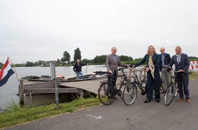 Midden-Delfland: feest van herkenning voor burgemeester Krikke https://t.co/0D6F8q6c3e https://t.co/m1VfchsZE3