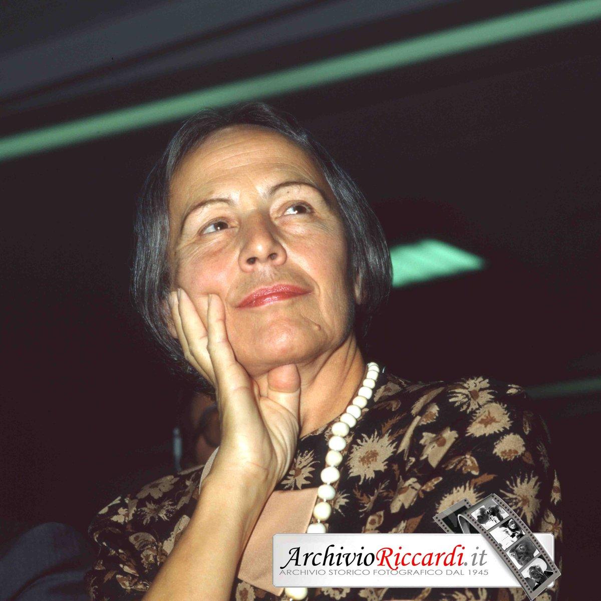 Nilde Iotti pronuncia il suo discorso di insediamento alla Camera. Era il 20 giugno 1979. Era la prima donna a rivestire questo ruolo. #donne @iotti @archivioriccardi  - Ukustom