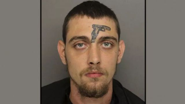 Man with gun face tattoo arrested for gun https://t.co/r8ZKC0j3c6 https://t.co/uGTlldeVlo
