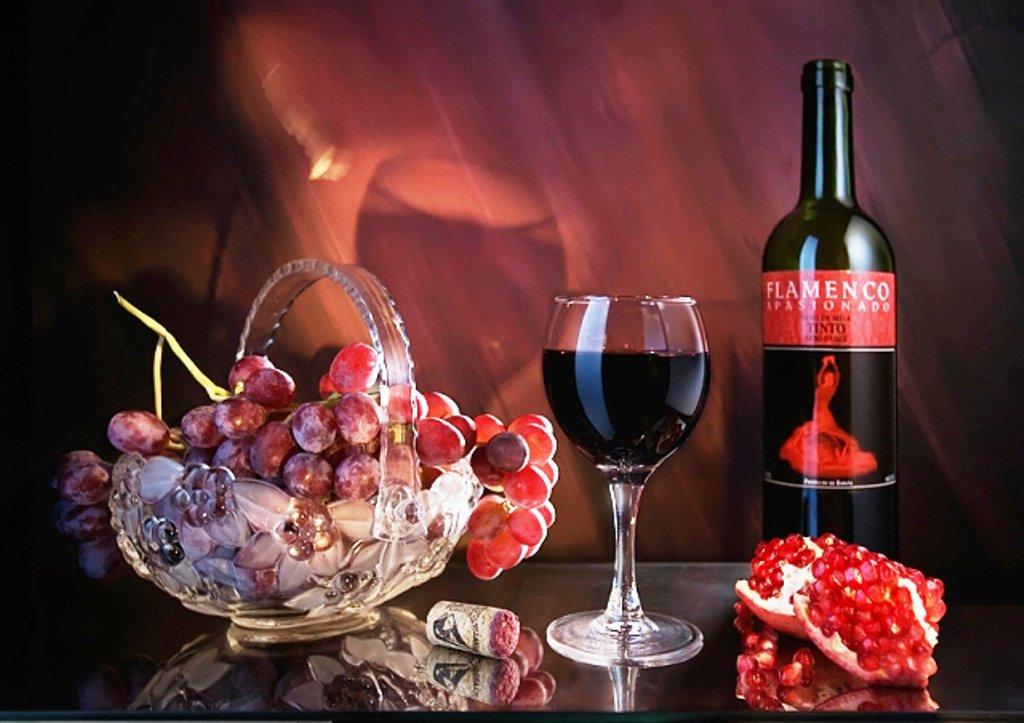Открытка вино и бокалы, днем рождения