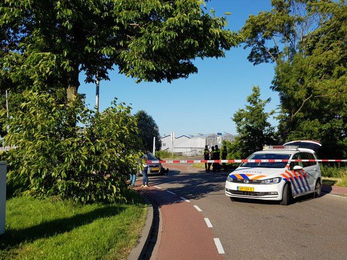 Flinke aanrijding aan de Leehove te DeLier. Auto/Motor. Motorrijdster in ambulance gewond afgevoerd. https://t.co/OdiKNDc4JL