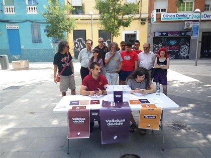 Doscientos voluntarios pondrán 33 mesas el sábado en Vallecas para que la gente vote sobre Monarquía o República #FelizJueves Photo