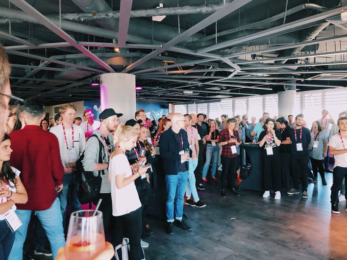 """We had such a blast taking over @leveleleven tonight with the #Amsterdam design community! Until next 🍻#DesignPlus Hit """"subscribe"""" on our blog to get updates on future events Foto"""