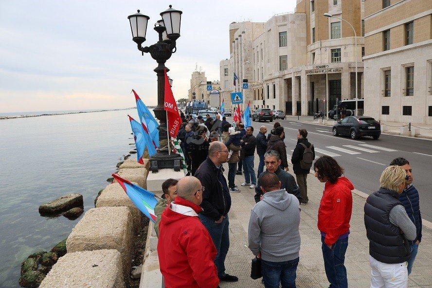 """#Bari, i #Sindacati chiedono a #Regione e Governo un #Sostegno per i #Lavoratori ex Om: """"Venerdì manifestiamo"""" https://is.gd/57ErG2#ExOm #Ministero  - Ukustom"""