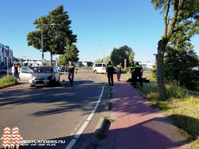 Motorrijdster gewond bij ongeluk Hoefweg https://t.co/DvVVhekOij https://t.co/rUGjYzCBMn