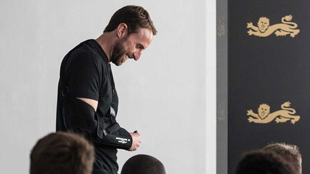 Only one logical answer to how Gareth Southgate dislocated his shoulder... Practising lifting the trophy in the mirror! Football's coming home 🏆