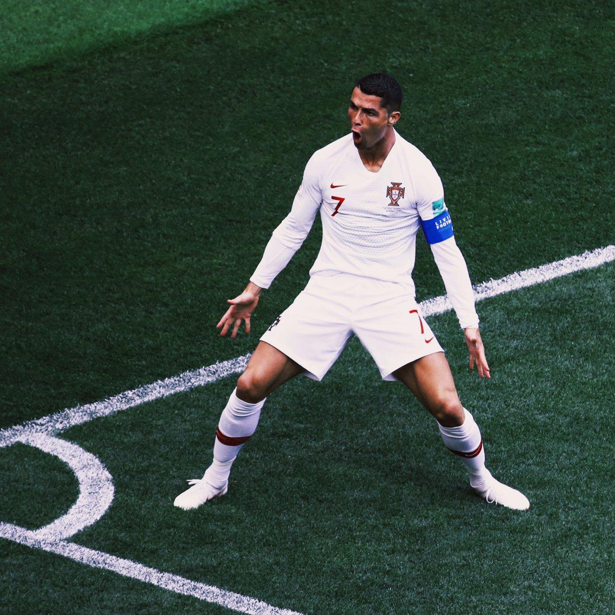 #WorldCup Top-scorers so far.. 🇵🇹 Cristiano Ronaldo: 4 🇷🇺 Denis Cheryshev: 3 🇪🇸 Diego Costa: 3 🏴 Harry Kane: 2 🇧🇪 Romelu Lukaku: 2 Who will win Golden Boot?