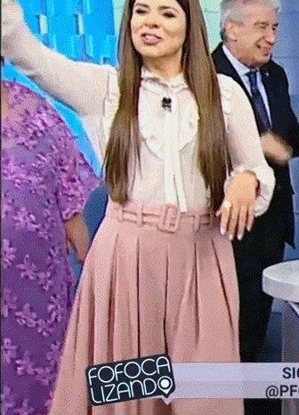 #FofocalizandoNoSBT @MMaraMaravilha usando a mesma saia que @LiviaAndradeSBT Foto