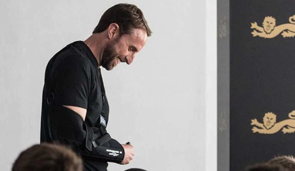 @Austynzogs: @Gidi_Traffic #England has offered one of the most bizarre injury updates in World Cup history with manager Gareth Southgate,47, having dislocated his right shoulder while out for a 10k run near the squad's base in Repino on the Gulf of Finland. #WorldCup