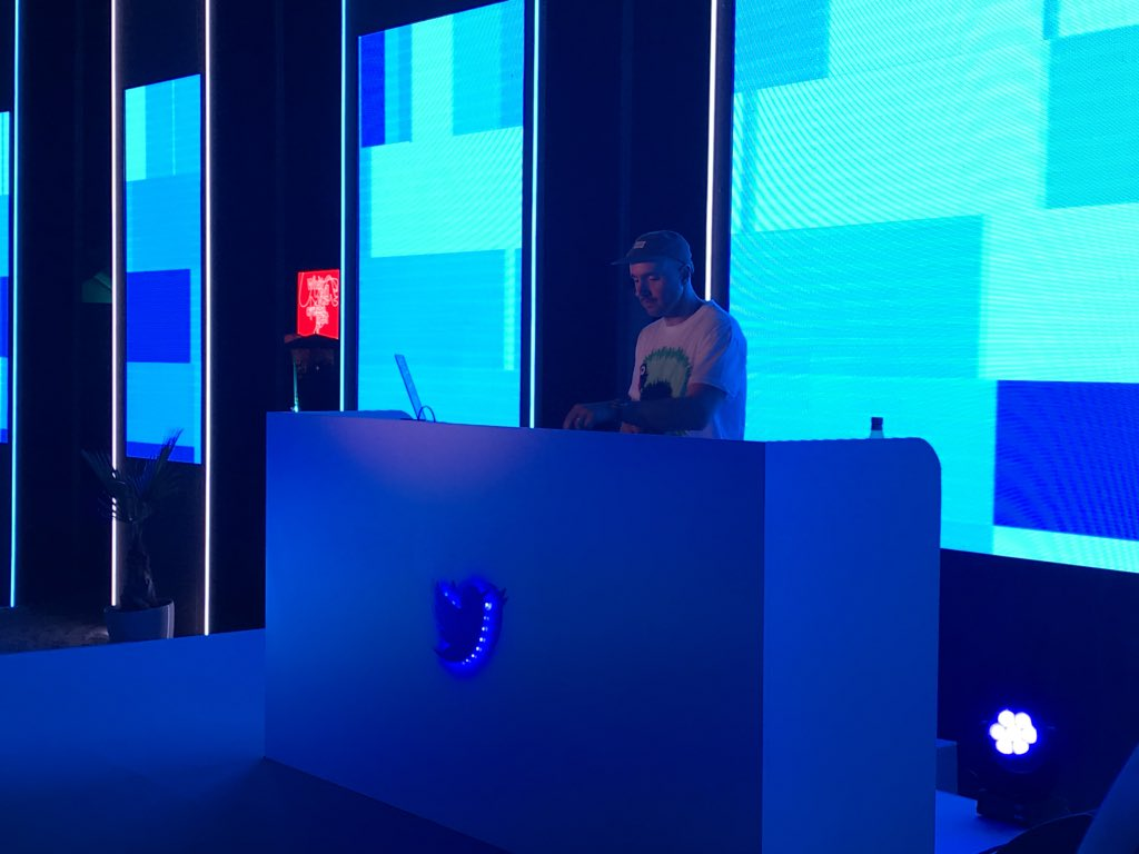 .@iamMICK rocking The Fugees Fu-Gee-La at the Twitter #cannesafterdark Soiree. It's getting  in here! #Cannes2018<br>http://pic.twitter.com/4xph5gl54Y