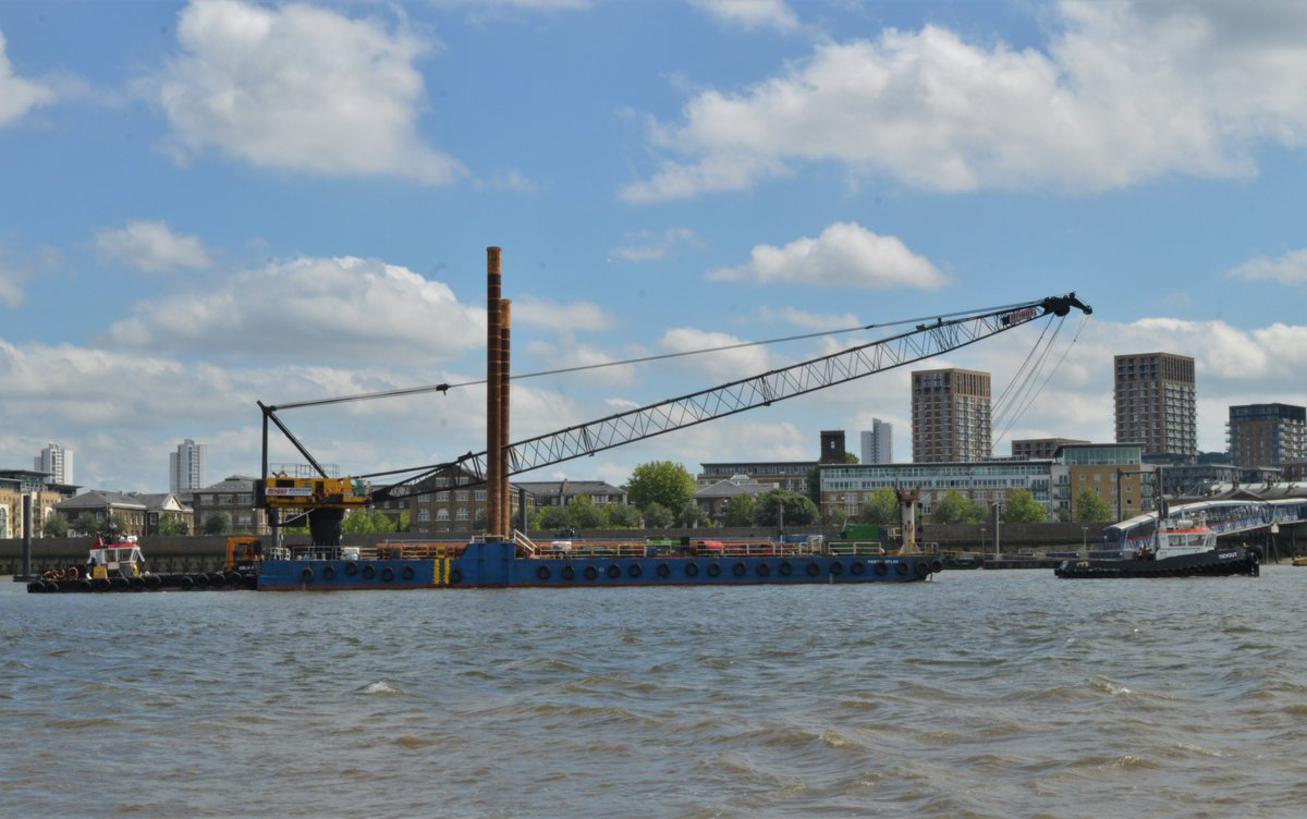 DgKYHq1X4AAt6ov - Woolwich Ferry upgrade begins