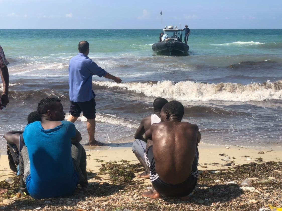 Guardia costiera libica ha soccorso 82 persone di cui 2 #Bambini,2 #Donne e 1 corpo senza vita. Erano alla deriva circa 4 ore a largo della #Libia #migranti foto @CoastGuardLIBYA #GiornataMondialeDelRifugiato  - Ukustom